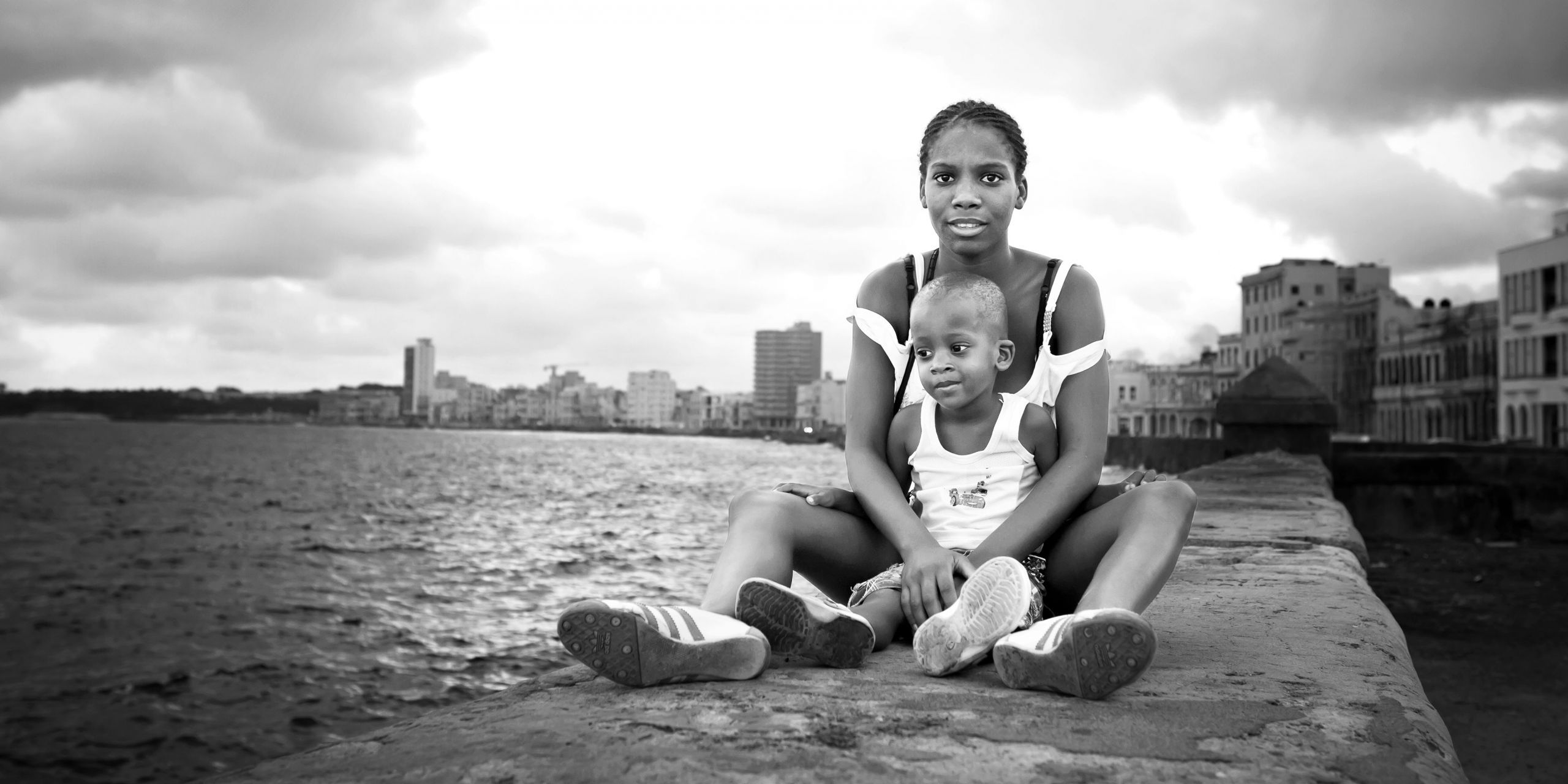Mother and child portrait at the Malecón in La Habana, Cuba.